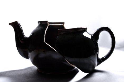 Broken teapot by Nomusenation on Deviantart